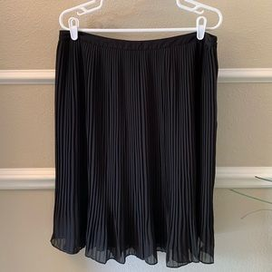 Lark & Ro Pleated Skirt
